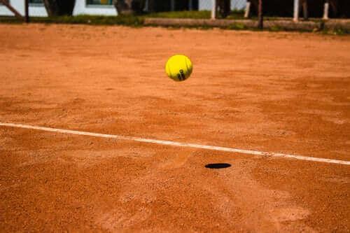 Tennis für Anfänger: Die wichtigsten Tipps, um schnell Erfolge zu sehen
