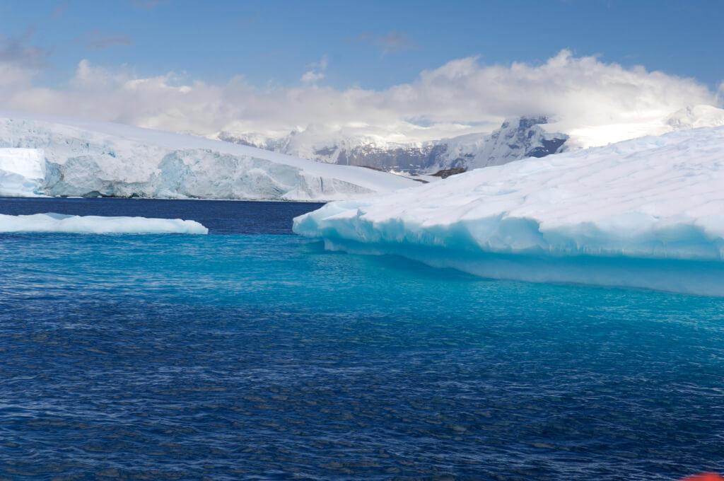 Warum ist das Meer blau? Und warum ist daran nicht der Himmel schuld?