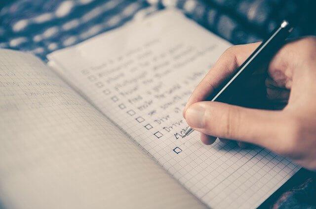 Handschriftliche Notizen als Checkliste