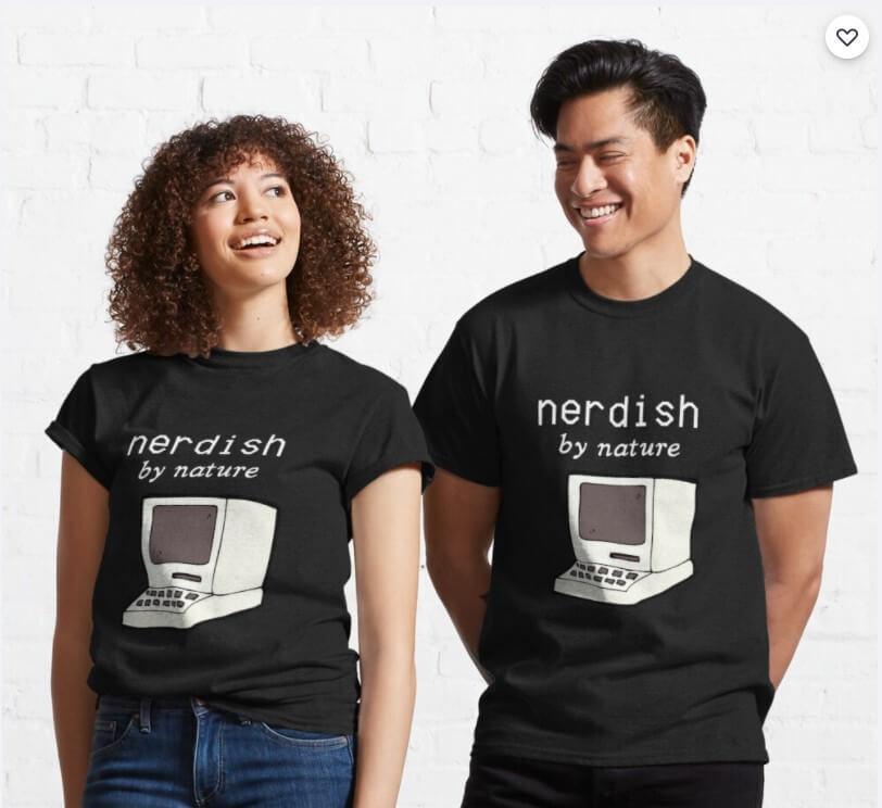 Zwei Personen tragen Nerd Shirt