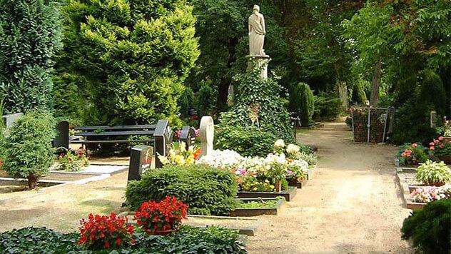 Wie Sie in wenigen Schritten Friedhofskontrollen durchführen