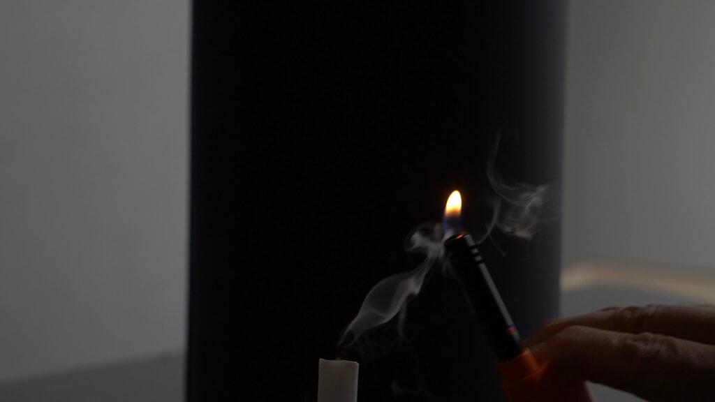Kerze am Rauch anzuenden