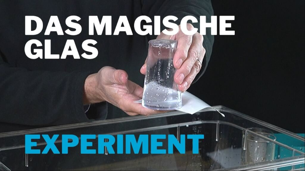 Wasserglas mit Papier abdichten – Experiment zum Luftdruck