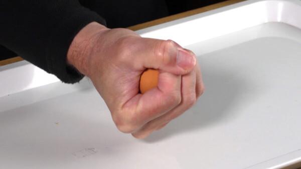 Kann ich ein Ei in der Faust zerquetschen?