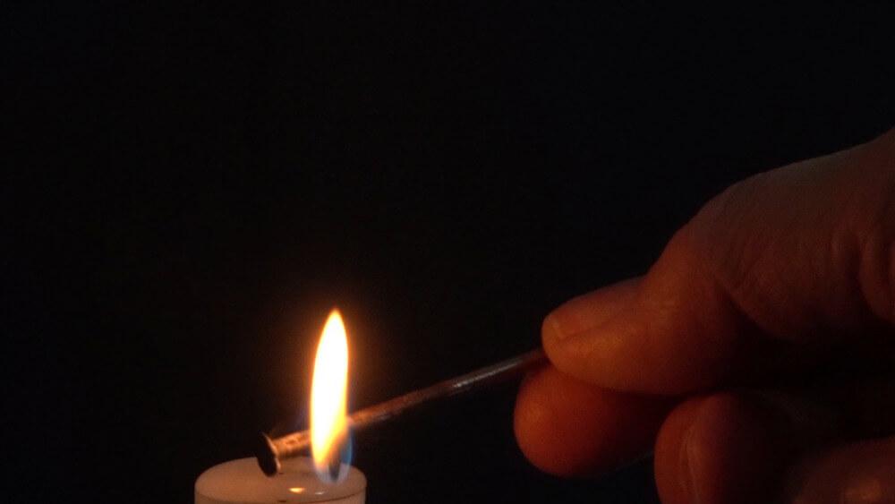 Im unteren Teil der Kerzenflamme entsteht kein Ruß.