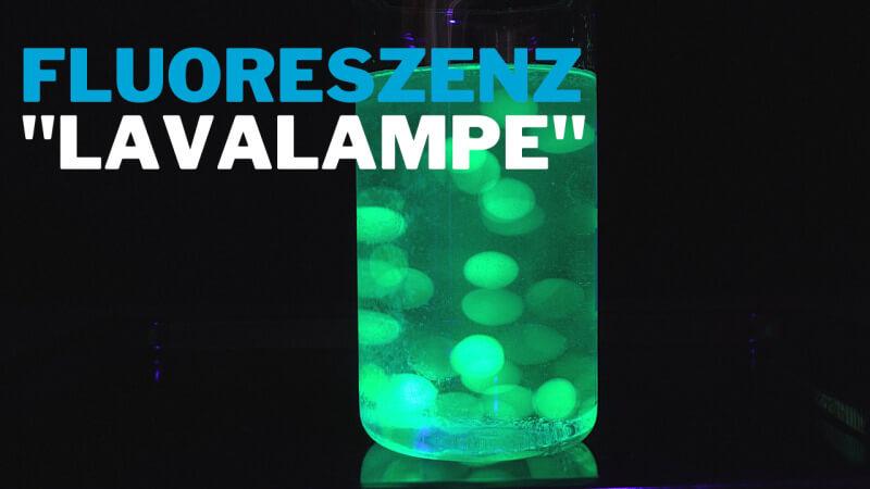 Leuchtende Lavalampe mit Wasserperlen