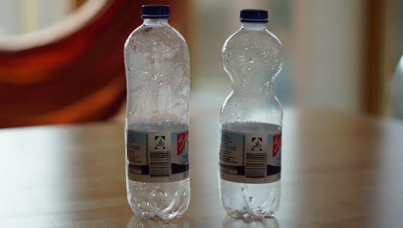 Die Plastikflasche hat sich ausgebeutet.