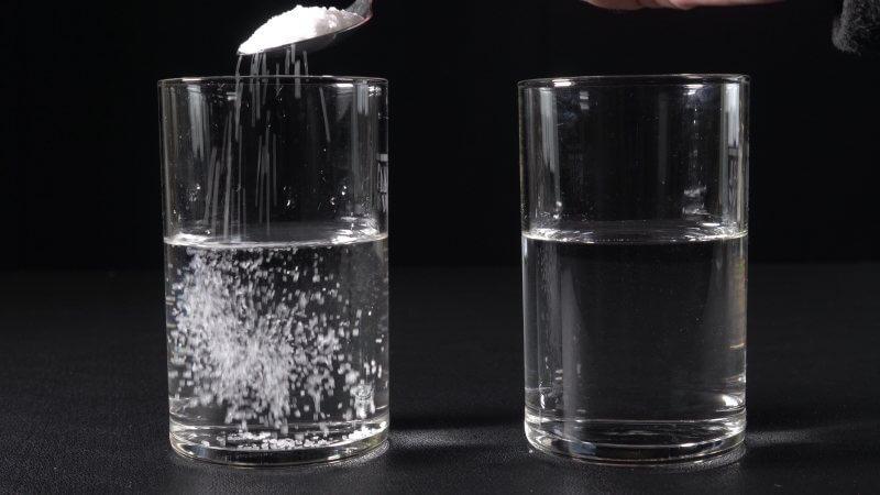 Zitronensäure löst sich gut in Wasser