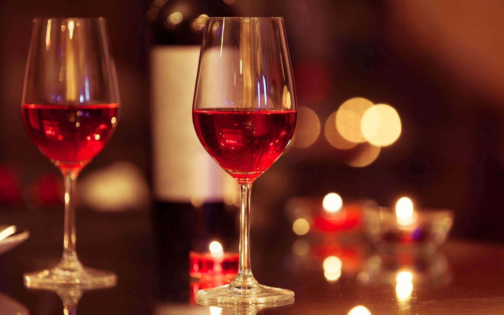 Mit diesen 5 Tipps blamierst du dich nicht beim Candle Light Dinner!