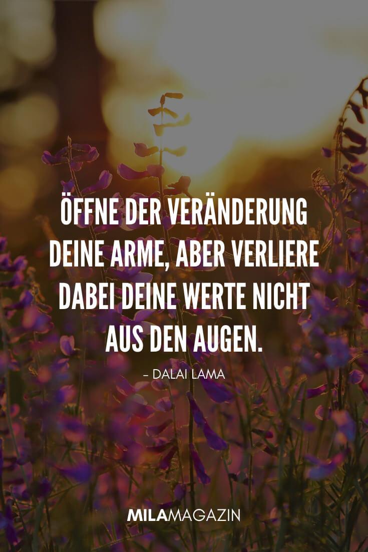 Öffne der Veränderung deine Arme, aber verliere dabei deine Werte nicht aus den Augen. - Dalai Lama | 35 schöne Status-Sprüche | MILAMAGAZIN