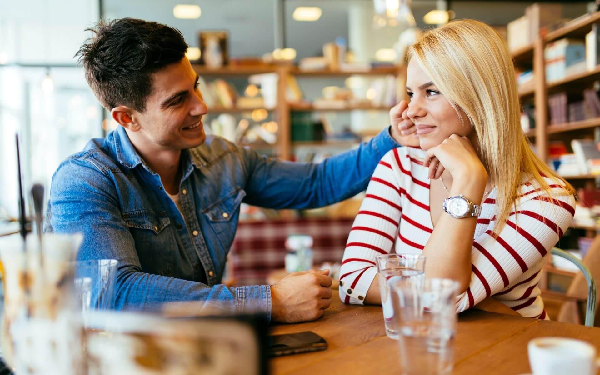 5 Tipps: So wirst du ein Profi im Flirten