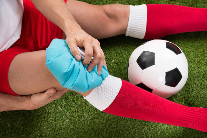 Morbus Osgood Schlatter tritt häufig bei Kindern und Jugendlichen aufgrund hoher sportlicher Belastungen auf!