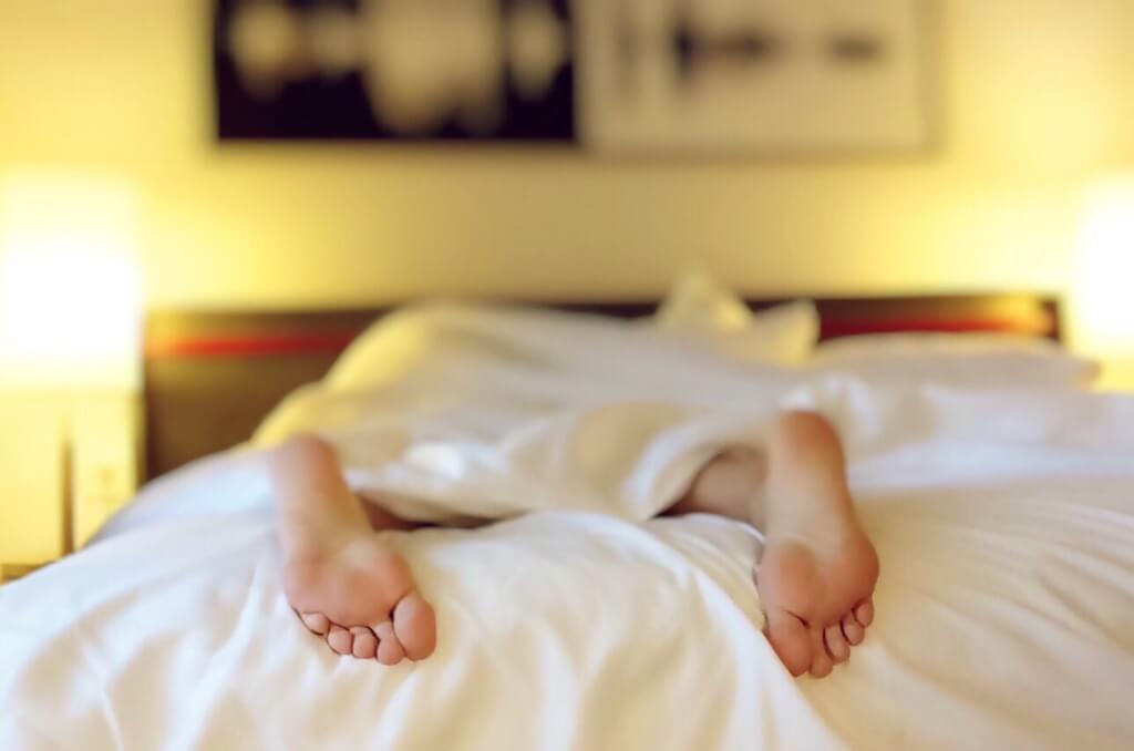 Rückenschmerzen nach dem Schlafen - Ist eine falsche Schlafposition Schuld daran?