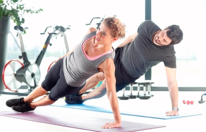 Sind Core-Exercises wie der Seitstütz notwendig, um Schmerzen im unteren Rücken zu verhindern?