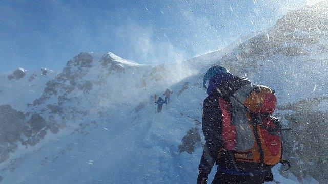 mountaineer 2080138 640
