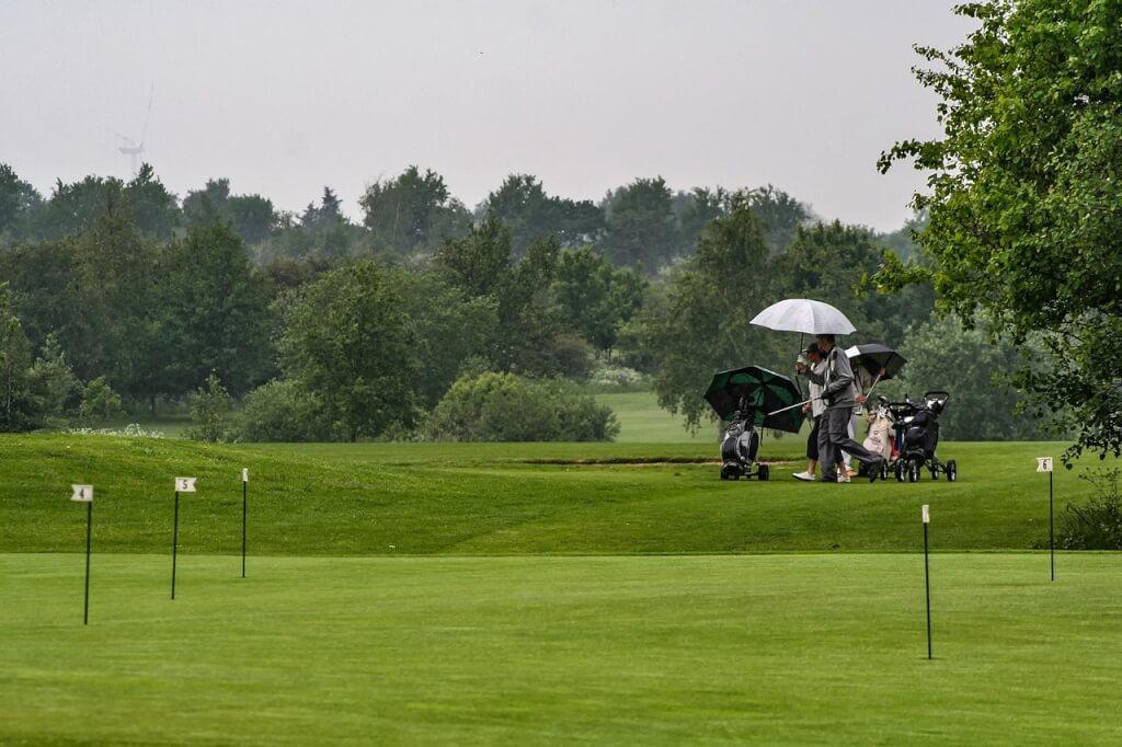 Podcast: Golf bei schlechtem Wetter - das sollten Sie anziehen!