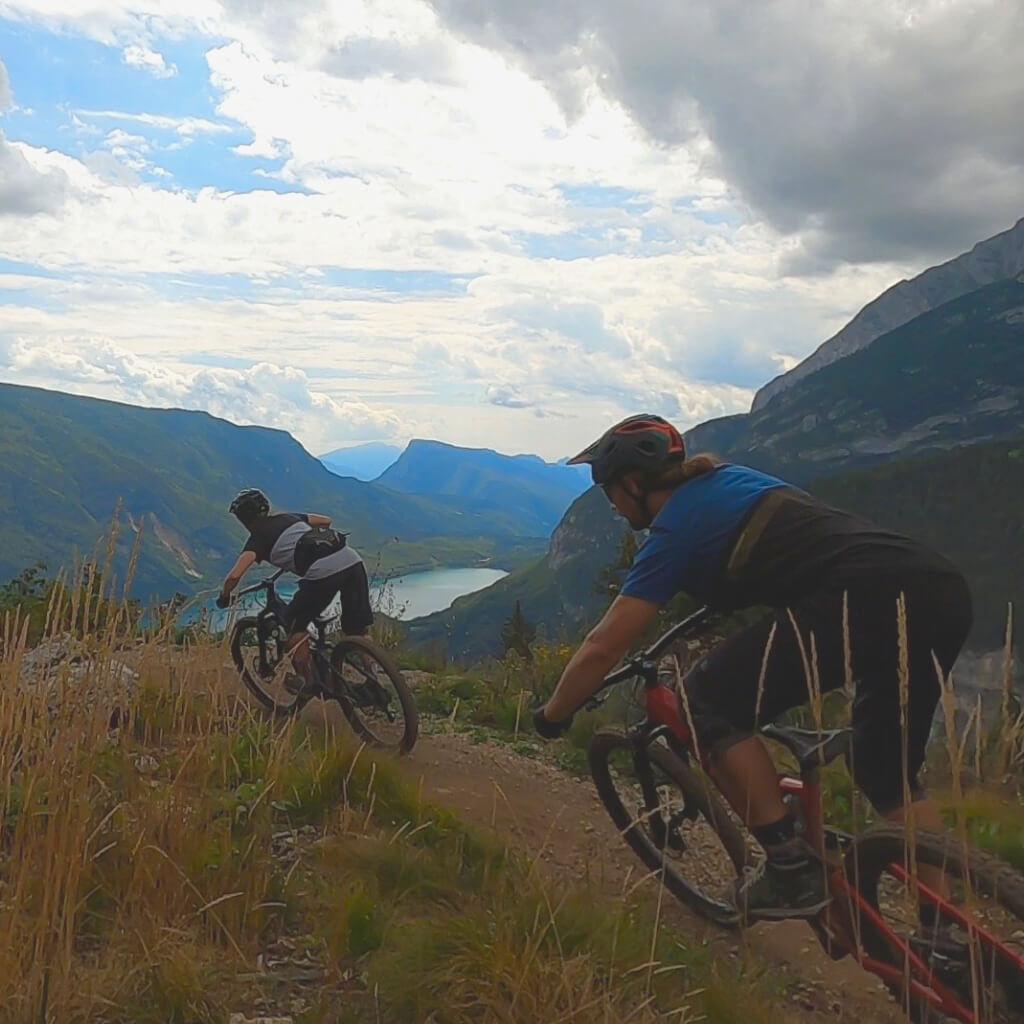 Anspruchsvolle Singletrails meistern wir beim Bike camp Tirol