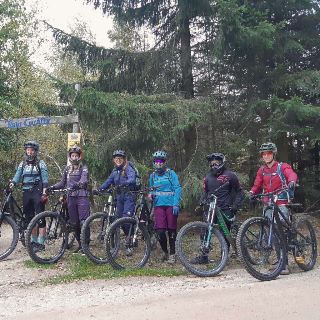 Zusammen Mountainbiken macht einfach mehr Spaß - die Bike Camps für Frauen machen es möglich