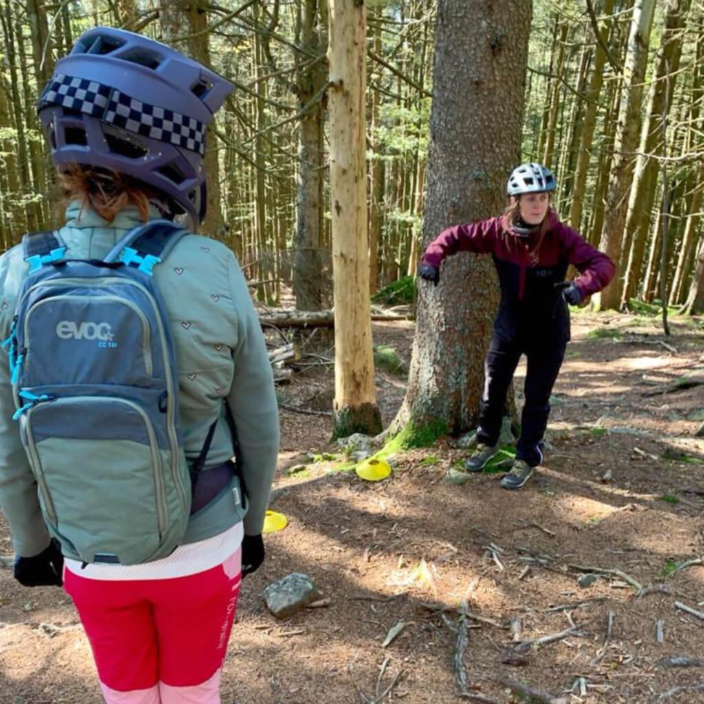 Stufen und Wurzeln sind nach den Bike Camps für Frauen kein Problem mehr