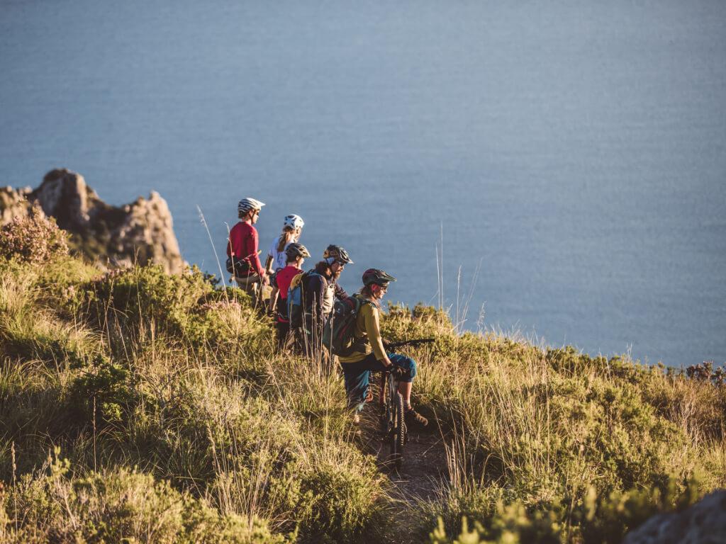 Meerblick ist bei den Train and Ride Mountainbike Reisen garantiert