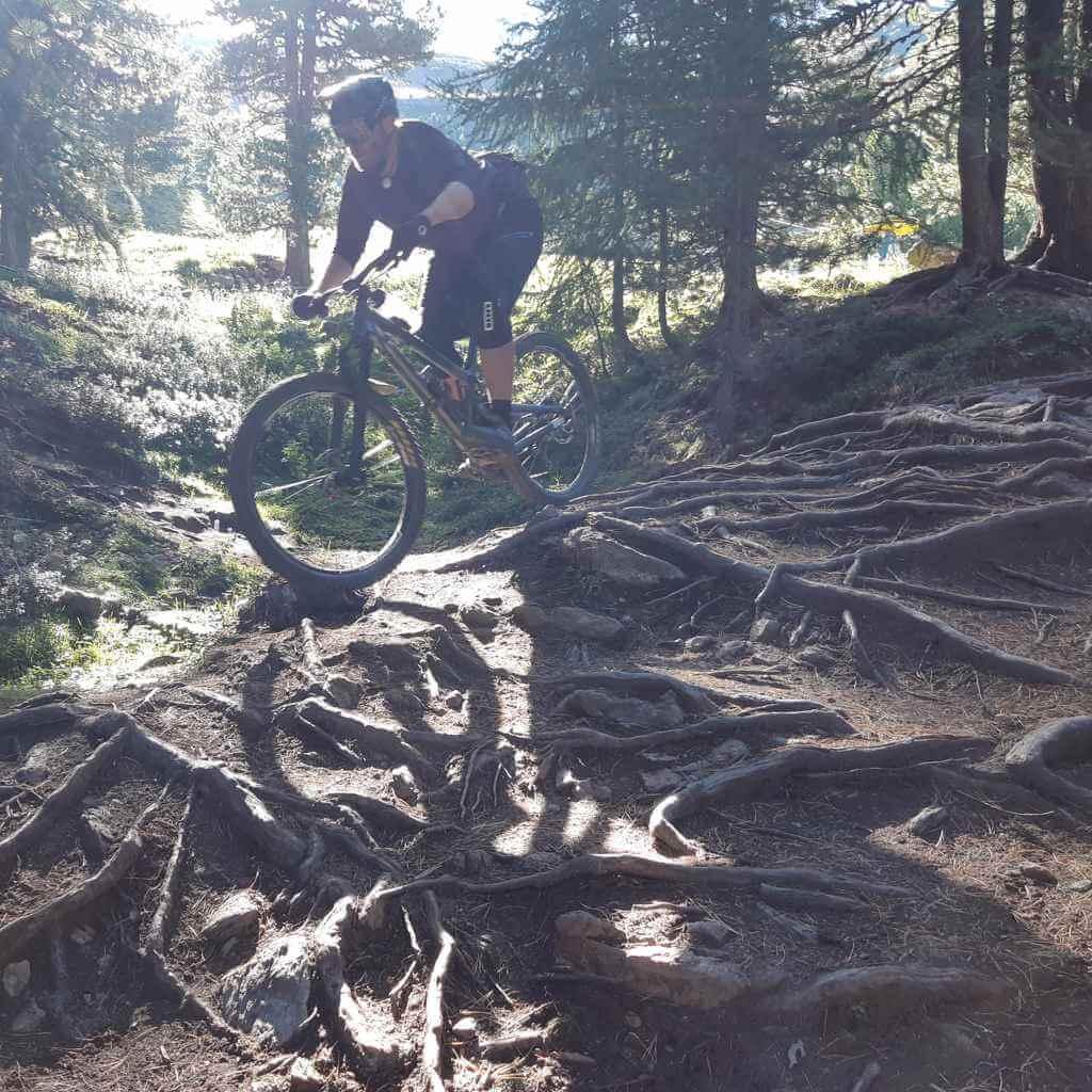 Beim Bike Camp im Altmühltal wird auf den Heumöderntrails fleissig die gelernte Fahrtechnik im Gelände geübt