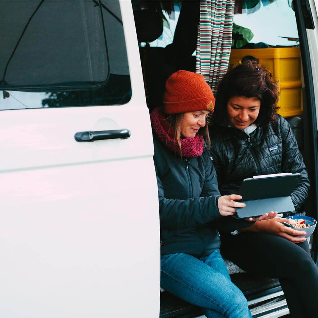 die teilnehmerinnen beim women bike camp reschensee können ihre fahrtechnik mithilfe einer individuellen videoanalyse verbessern