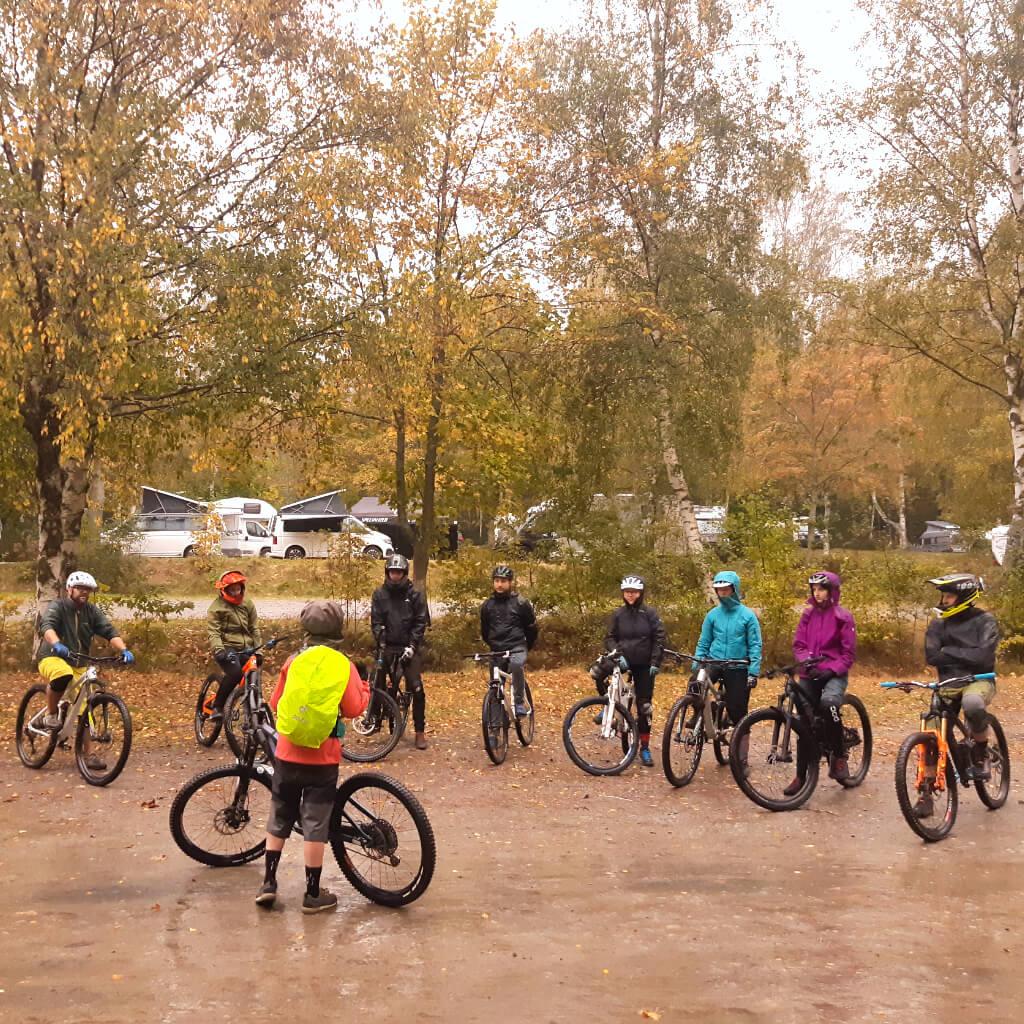 Die Stimmung beim Cmap and Ride im Bikepark Geisskopf ist auch bei Regen gut