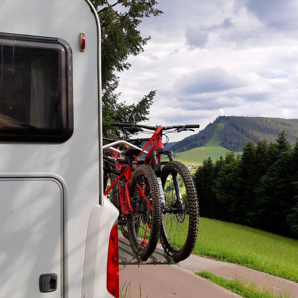 Camping in Deutschland kann so schön sein wie hier beim Bike Camp Schwarzwald in Baiersbronn
