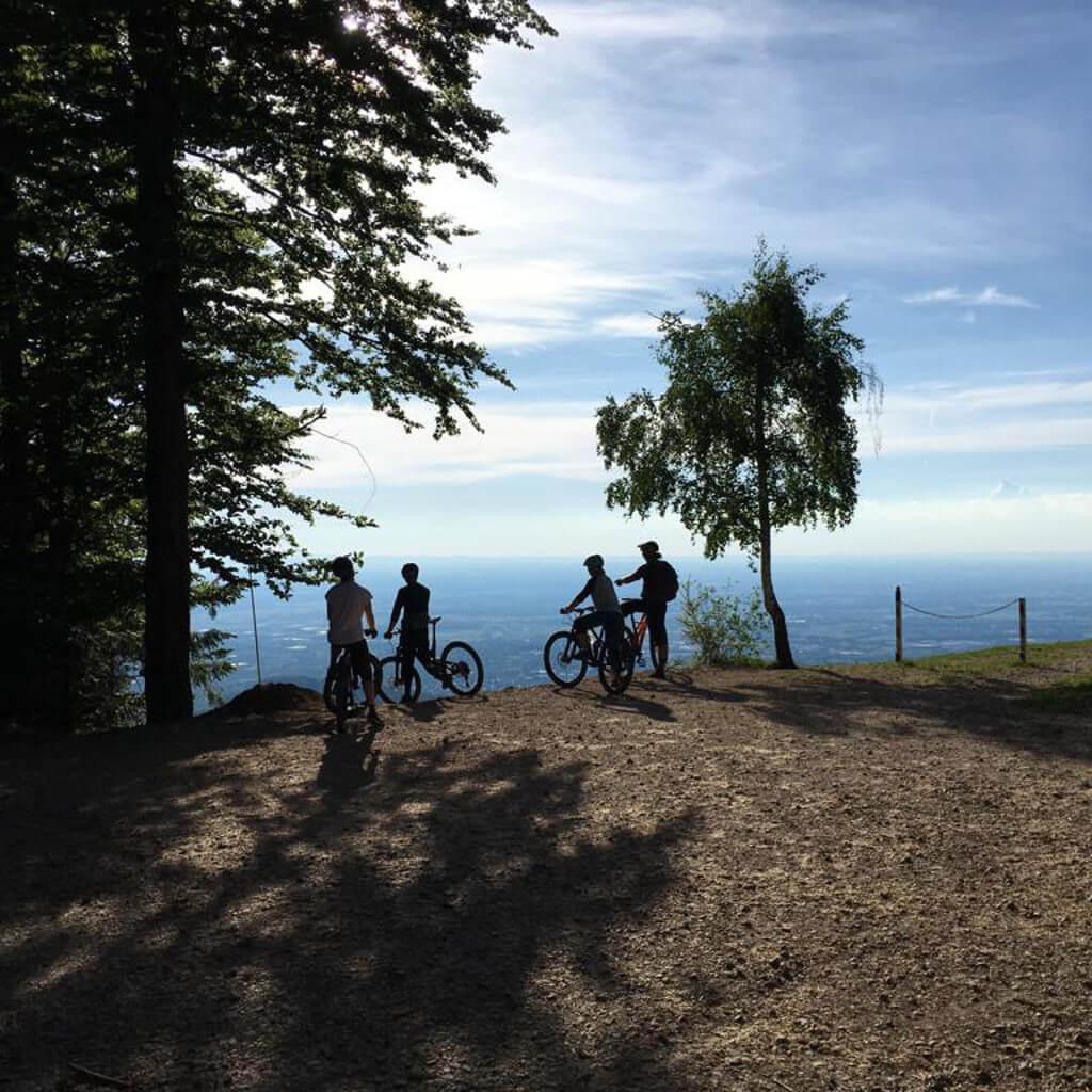 Im Chiemgau in Bayern lohnen sich geführte Mountainbike Touren ganz besonders