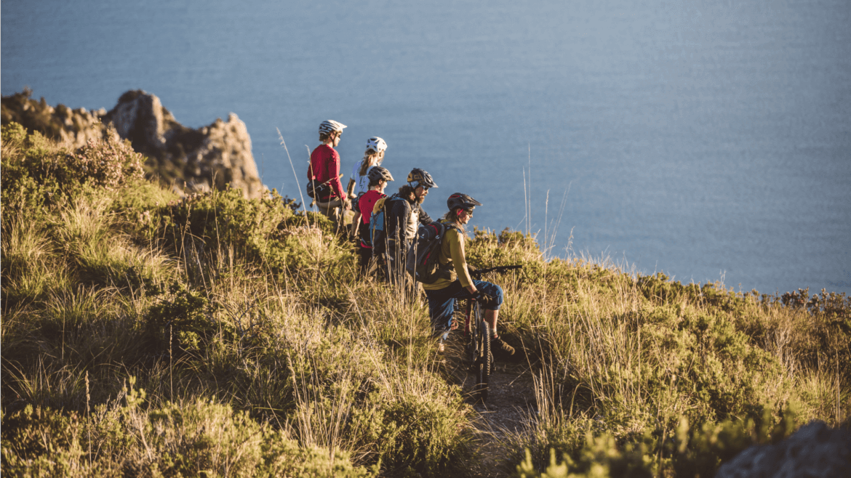Meerblick ist bei den Train and Ride Mountainbike Reisen in der Toskana garantiert