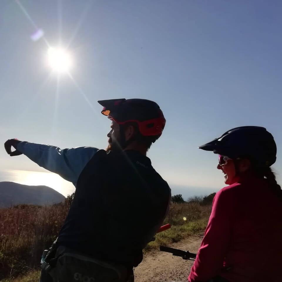 Schöne Ausblicke aufs Meer im individuellen Mountainbike Urlaub in der Toskana