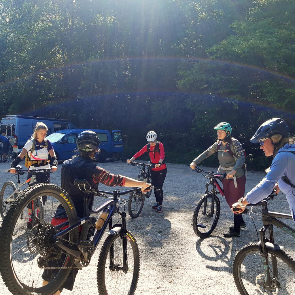 Bikecheck am ersten Tag des Munich Mountain Girls Bike Campsim Altmühltal 2020