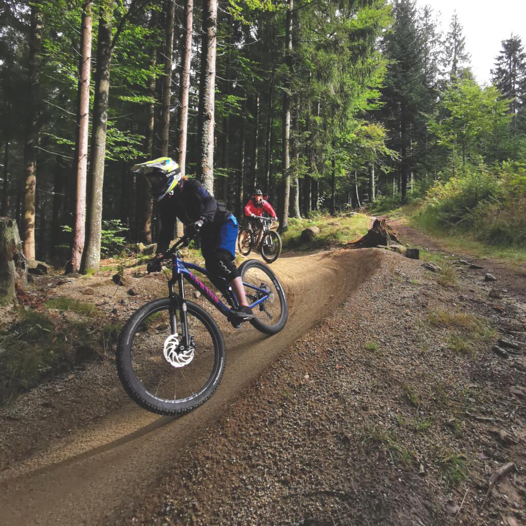 Individuelles Coaching beim Munich Mountain Girls Special im Bikepark Geisskopf auf dem Flowtrail