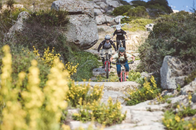 Trailabfahrt auf der Insel Giglio in der Toskana