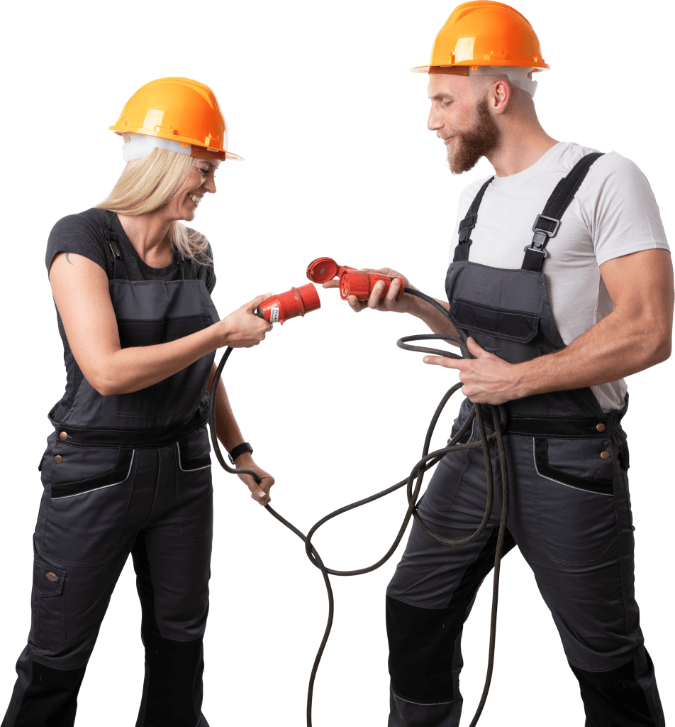 zufriedene Handwerker stecken ein Kabel zusammen