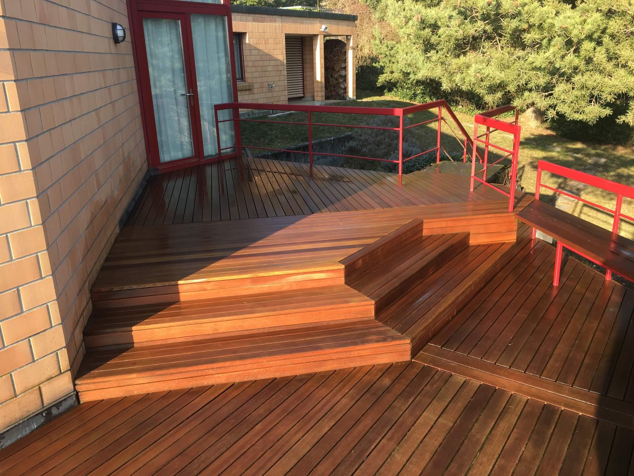 Holzterrasse mit Stufe Formare 15