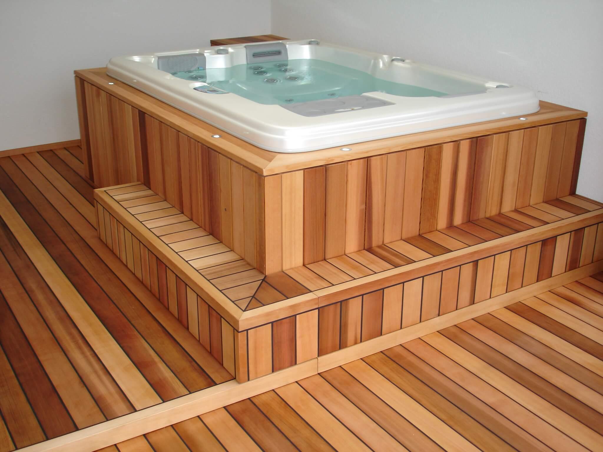 Whirlpool indoor und Holzterrasse mit 1 Stufe Formare 9