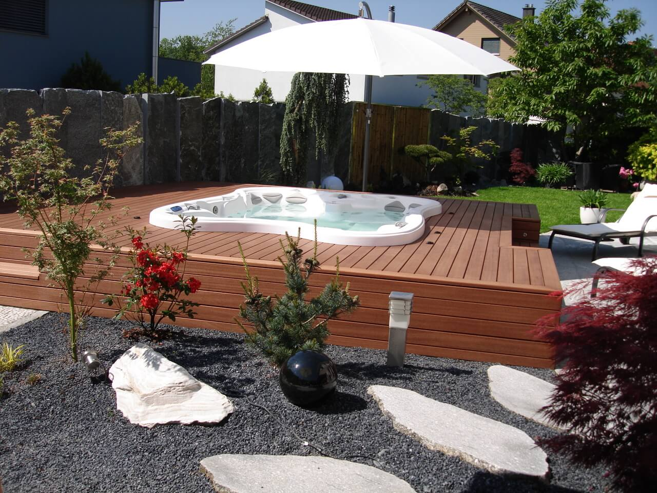 Sipo Terrassendielen Formare Whirlpoolverkleidung aus Holz