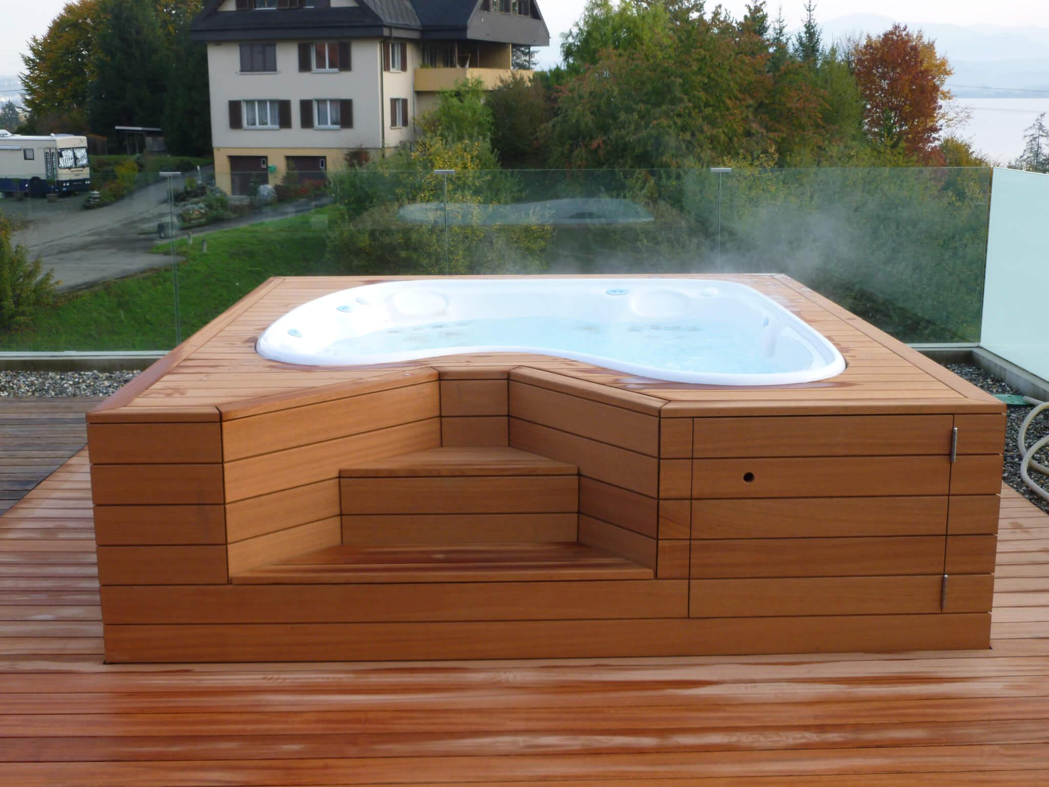 Sipo Terrassendielen Formare Whirlpoolverkleidung mit Holz