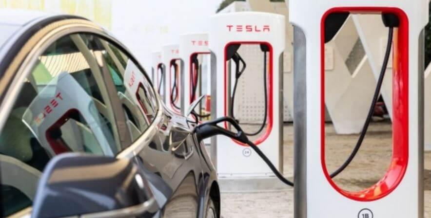 Tesla Chinas erste Super-Ladestation mit Energiespeicherung in Lhasa Tibet