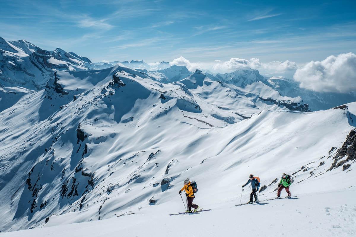 Schönes Wetter und einige Schleierwolken am Himmer helfen, spannende Skitourenfotos zu schiessen.
