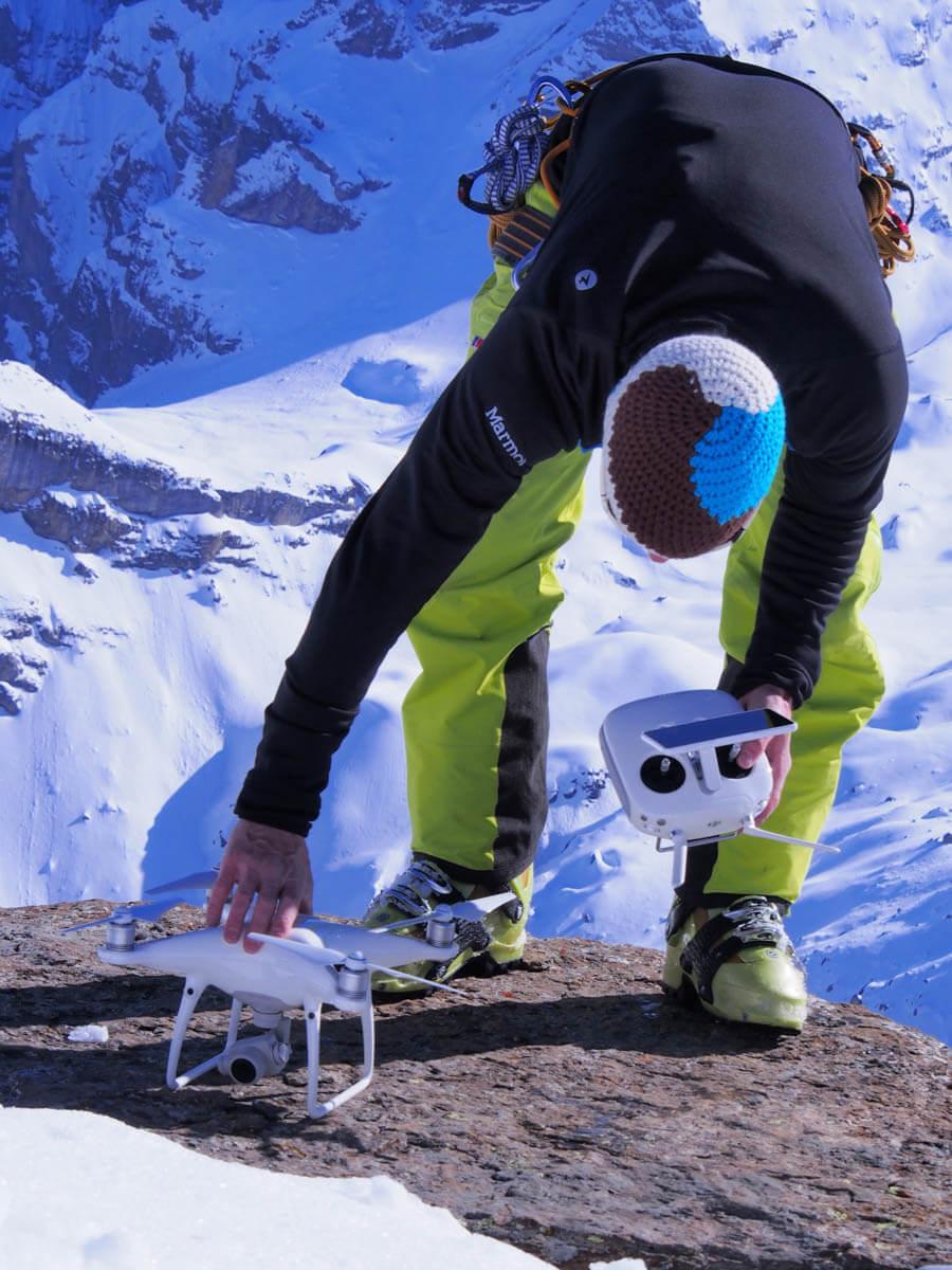 Die Drohne von Patrick Stoll Fotografie wird am Schilthorn für die Werbefotografie eingesetzt.