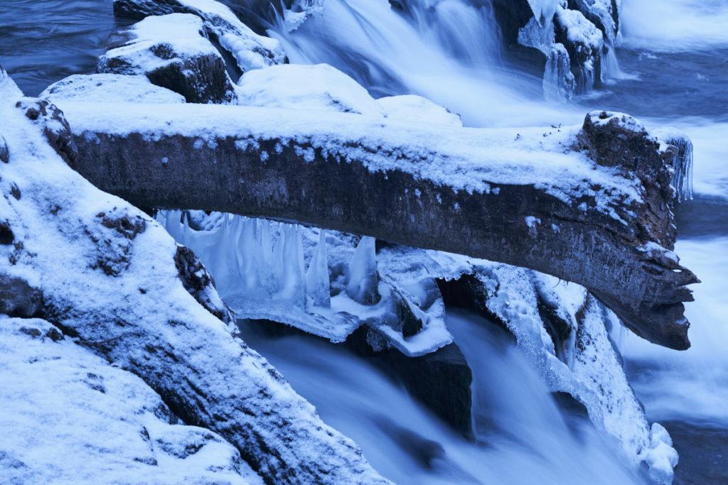 Die Kälte der letzten Tage hat am vereisten Rheinfall ihre Spuren hinterlassen.