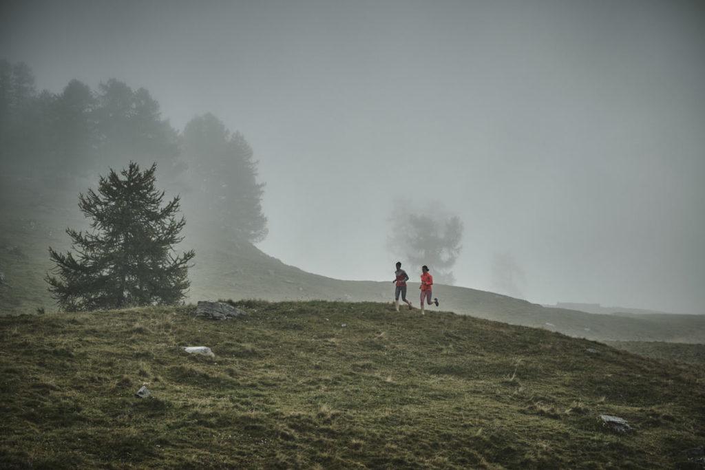 Beim Trailrunning-Shooting zog plötzlich Nebel auf.