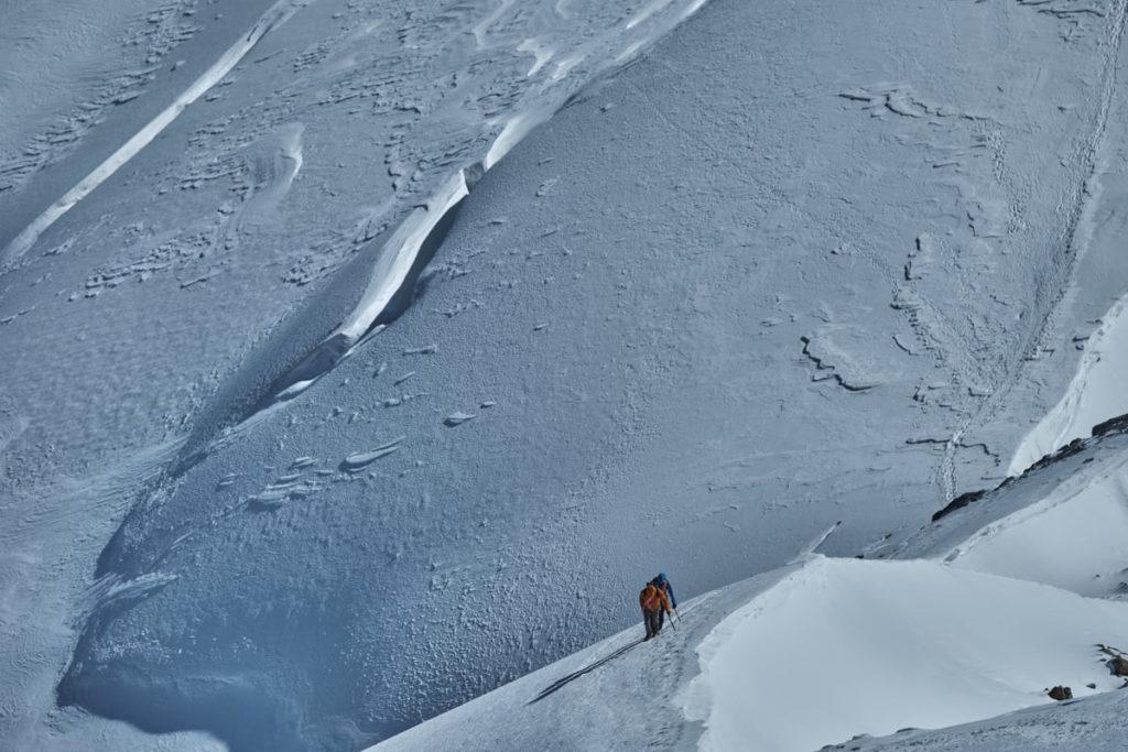 Hochtouren führen auch im Sommer durch winterliche Landschaften.