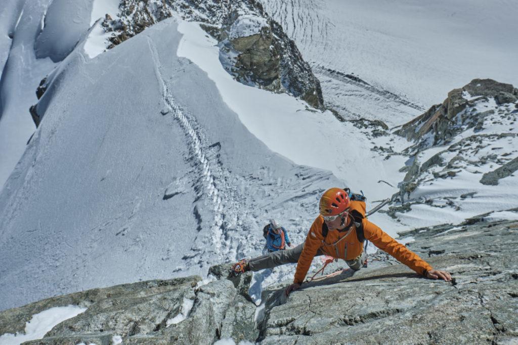 Kurz unterhalb des Gipfels wartet eine kurze und relativ einfache Kletterpassage auf die BergsteigerInnen.