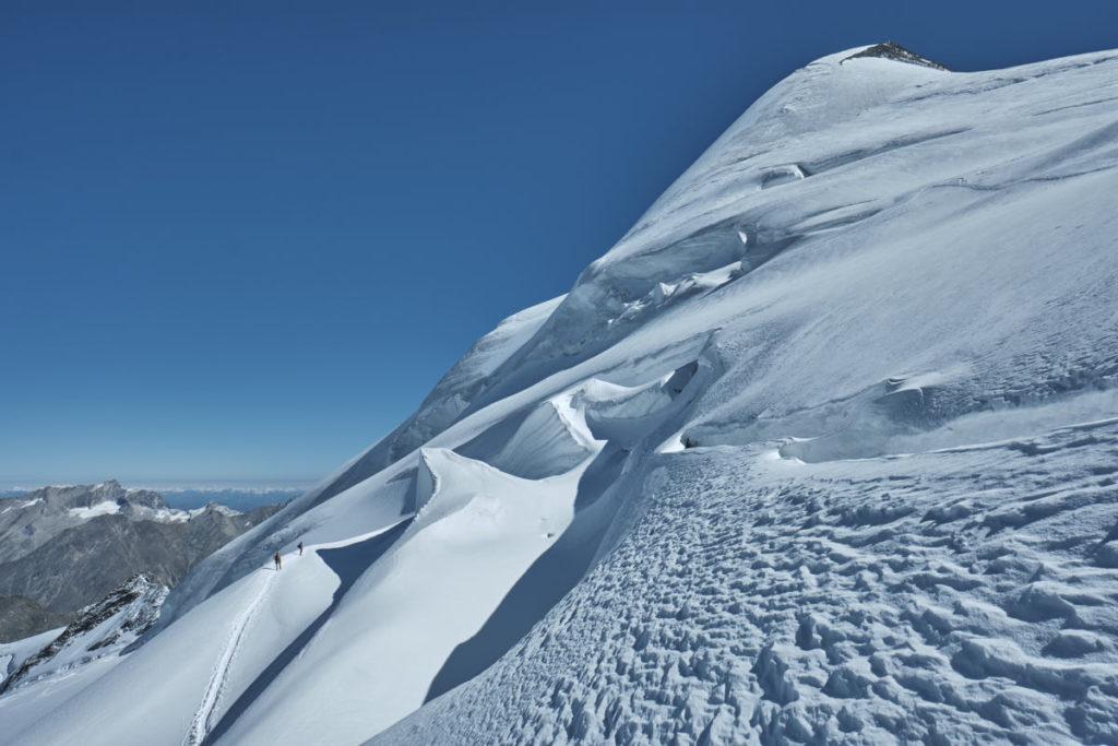 Nach dem Gipfel ist vor dem Abstieg - hier auf der Normalroute aufs Allalinhorn.