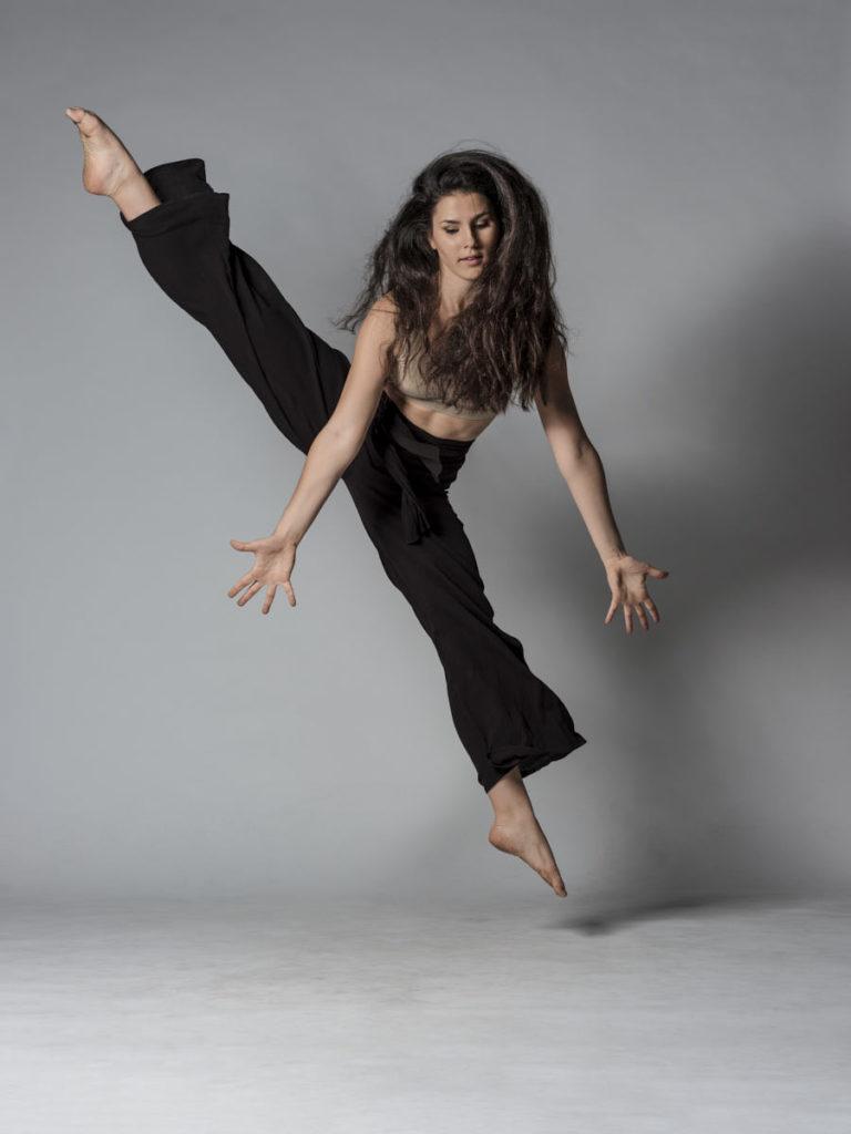Für diesen Sprung brauchte Maya einen Schritt Anlauf: Ich fokussierte manuell auf die Stelle, an welcher sie springen würde und versuchte, im richtigen Moment abzudrücken.