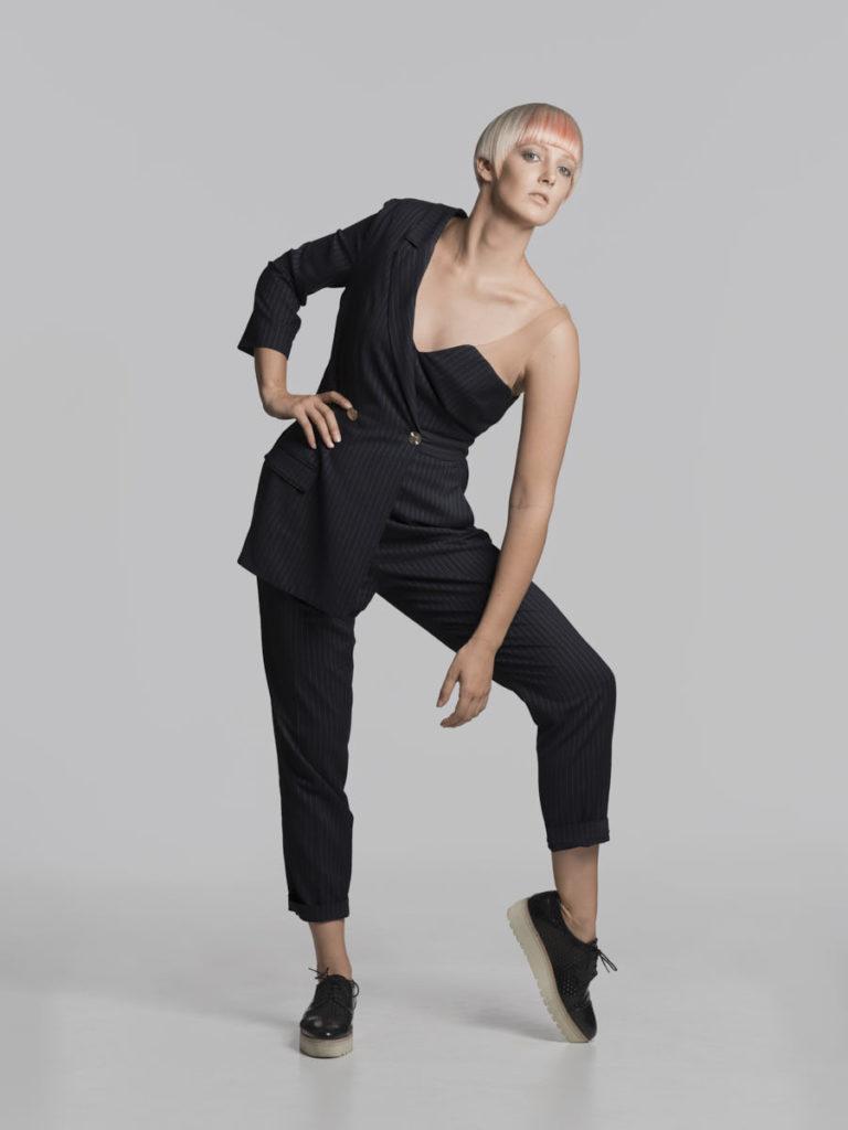 Portrait von Carina Neumer, die sich für den Wella Wettbewerb 2018 androgyn zeigt.
