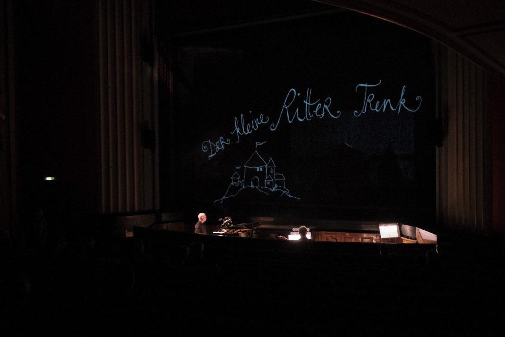 """Die kleine bühne Schaffhausen führt im Dezember 2018 das Stück """"Der kleine Ritter Trenk"""" im Stadttheater Schaffhausen auf."""